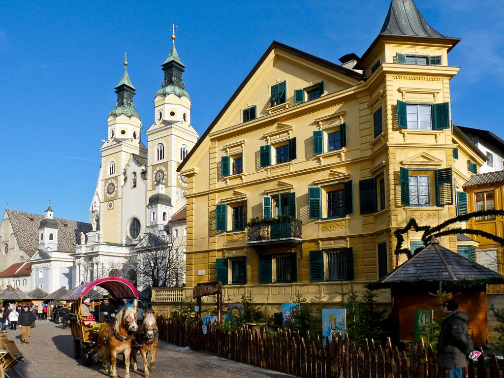 Pferdegespann am Weihnachtsmarkt in Brixen im Südtirol