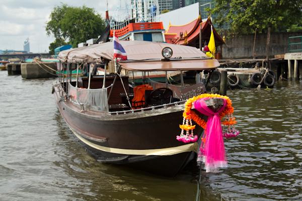 Boot auf dem Chao Phraya in Bangkok
