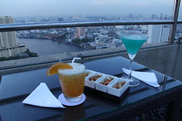 Drinks mit Aussicht in der Rooftop Bar