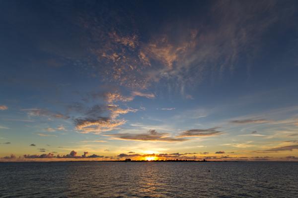 Sonnenuntergang auf der Malediveninsel Komandoo