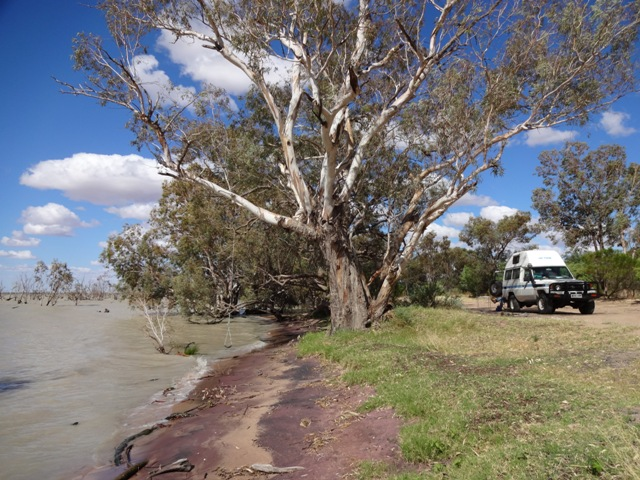 Campsite Lake Pamamaroo