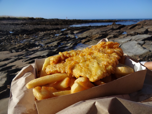 Köstliche Fish and Chips am Strand von Somerset