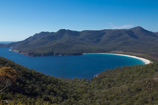 Der wunderschöne, weisse Strand der Wineglass Bay
