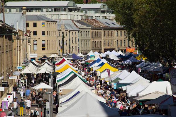 Der Salamanca Markt findet jeden Samstagmorgen in Hobart statt