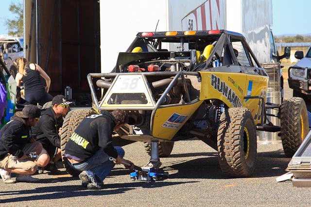 Im Fahrerlager kann den Mechanikern bei der Arbeit zugeschaut werden