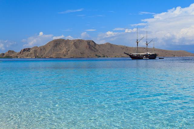 Wunderschöner Strand und glasklares Wasserauf bei der Insel Mauan