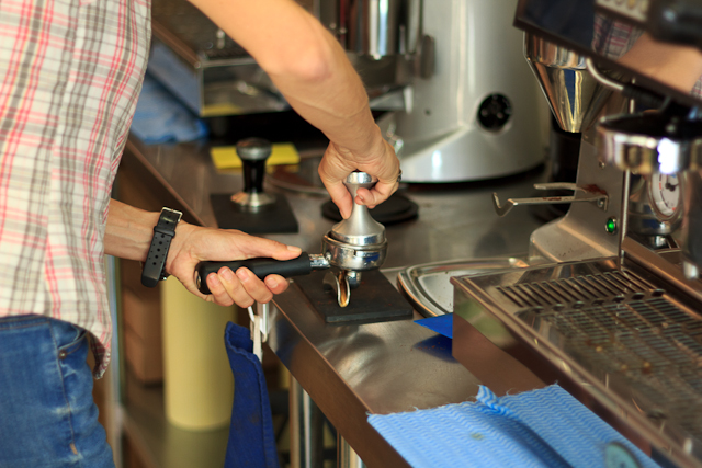 Kaffeepulver pressen