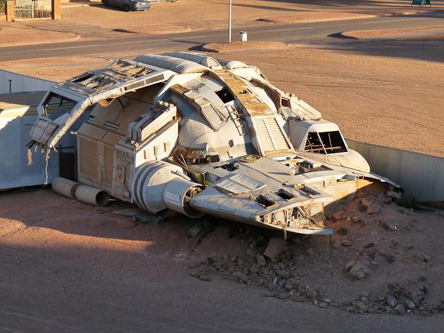 Raumschiff in der Wüste