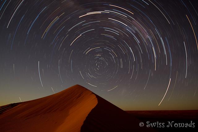 Sternenbahnen über der Simpson Desert