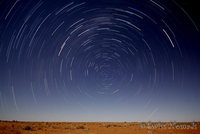 Sternenbahnen über der Wüste