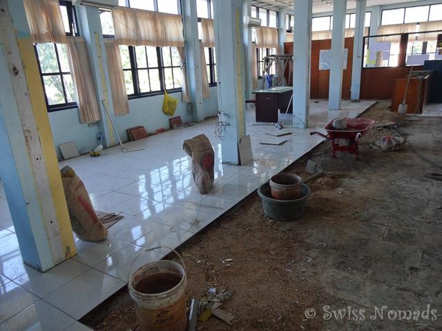 In den Büros der Einwanderungsbehörden in Sorong wird gebaut