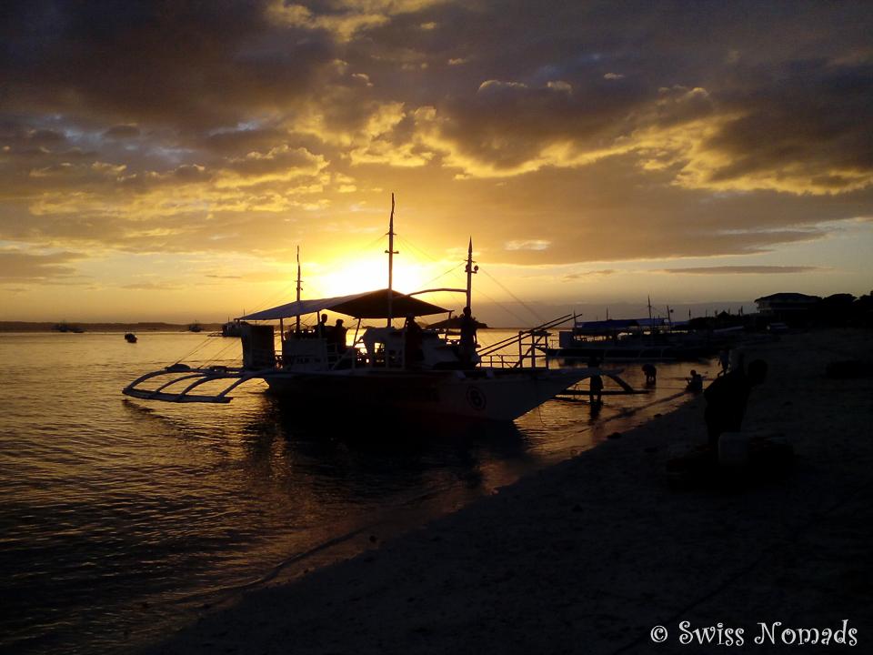 Ein letzter wunderschöner Sonnenuntergang auf Malapascua in den Philippinen