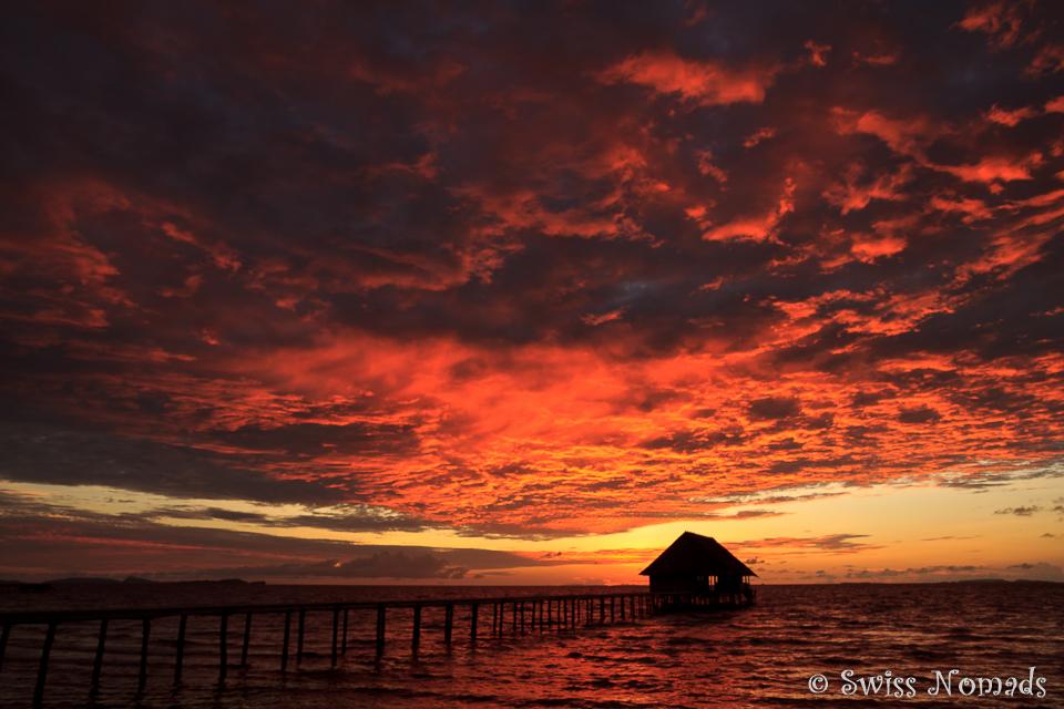 Wenn der Himmel über Raja Ampat brennt