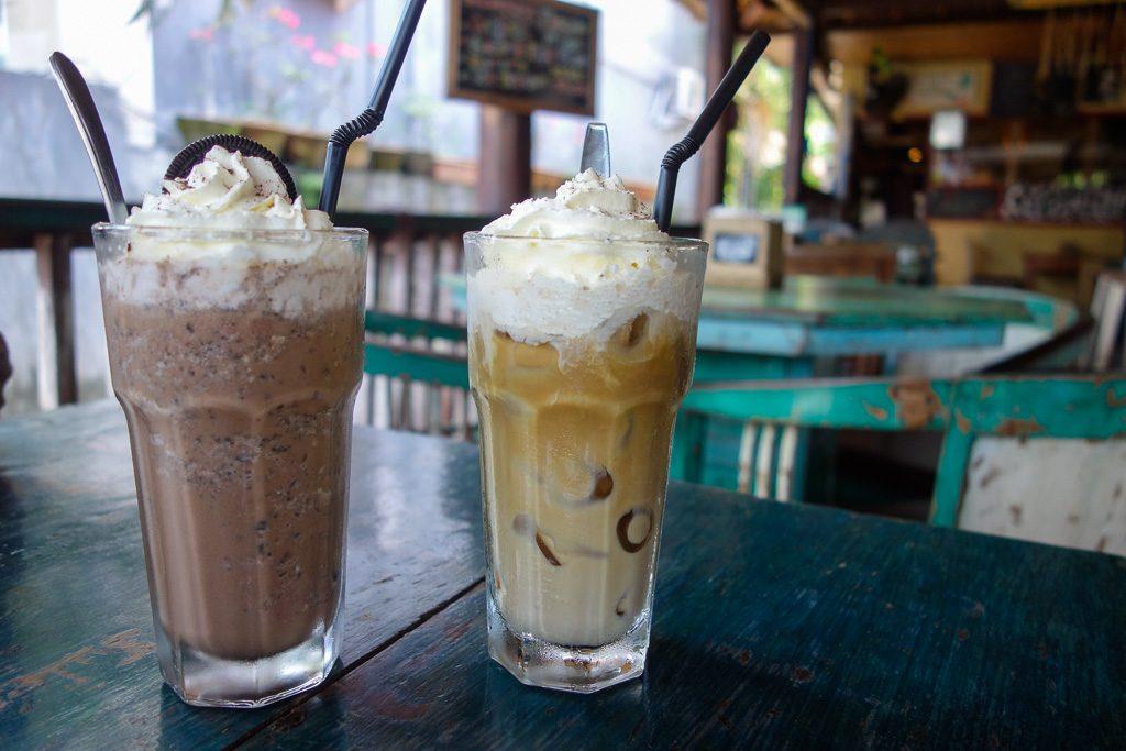 Leckere Eiskaffees im Warung Coconut Tree