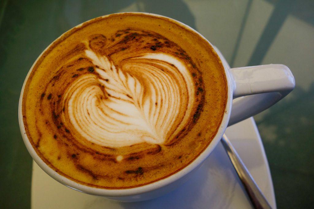 Sehr guter Café Latte im Kopi Kiosk in Sanur