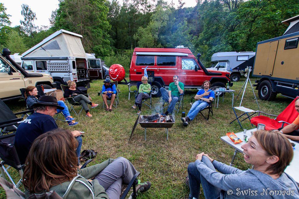 Campfeuer mit Gleichgesinnten an der Abenteuer & Allrad