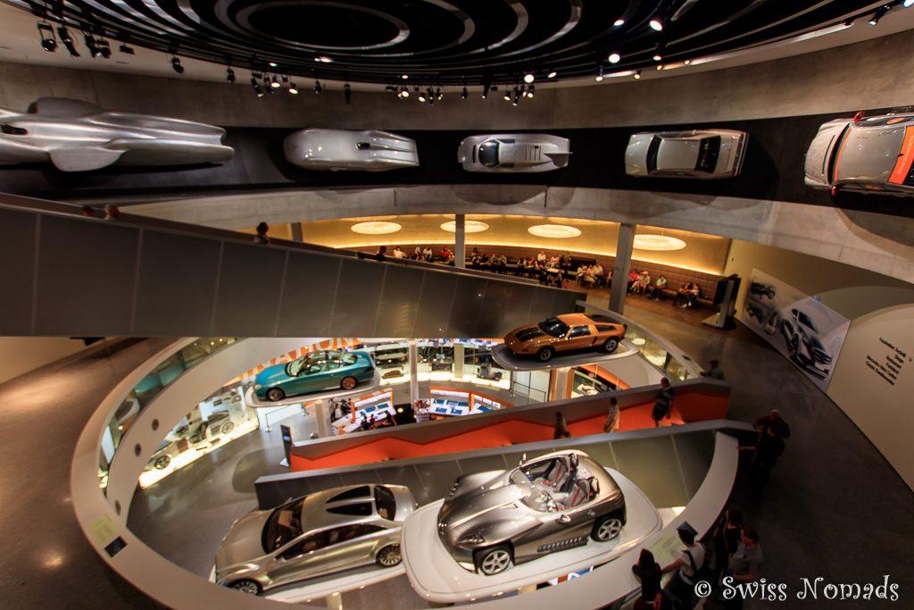 Viel Dynamik im Mercedes-Benz Museum in Stuttgart