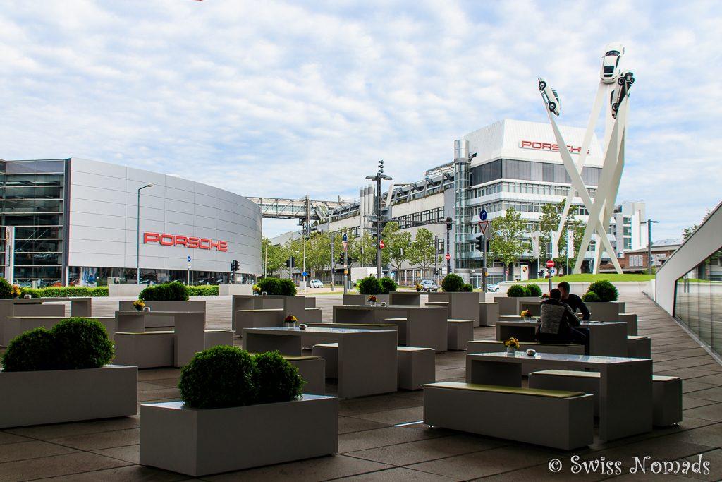 Das Porsche Museum am Porscheplatz in Stuttgart