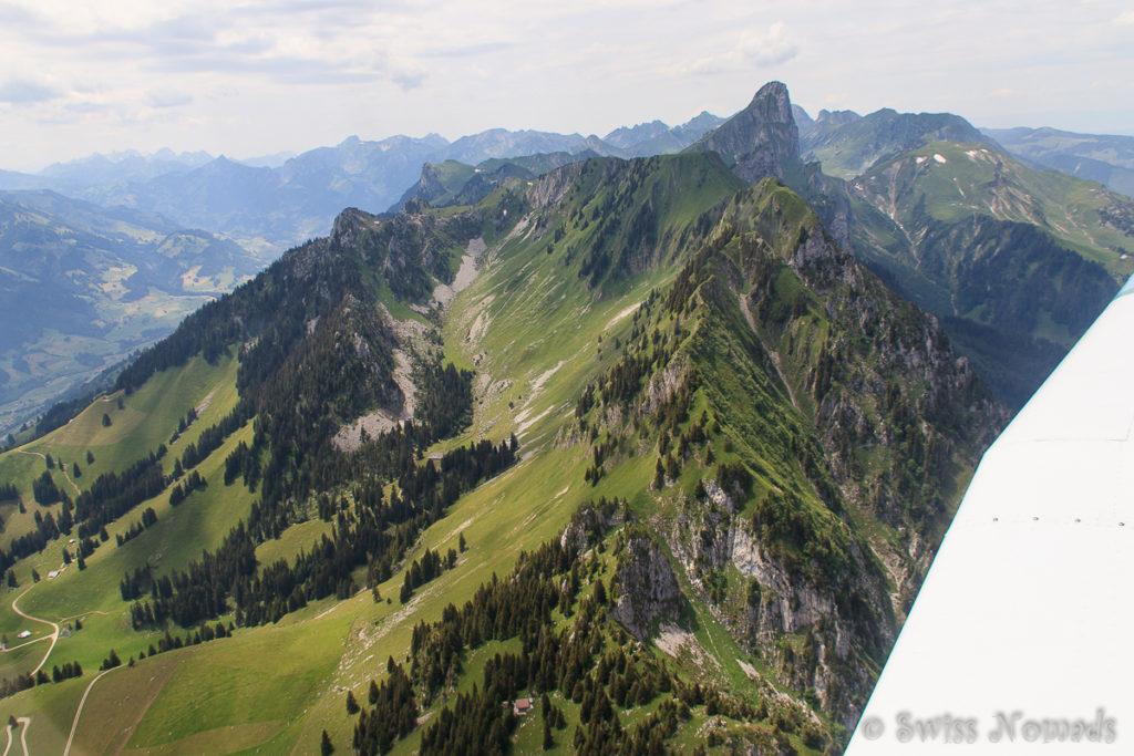 Rundflug durch die Berner Alpen