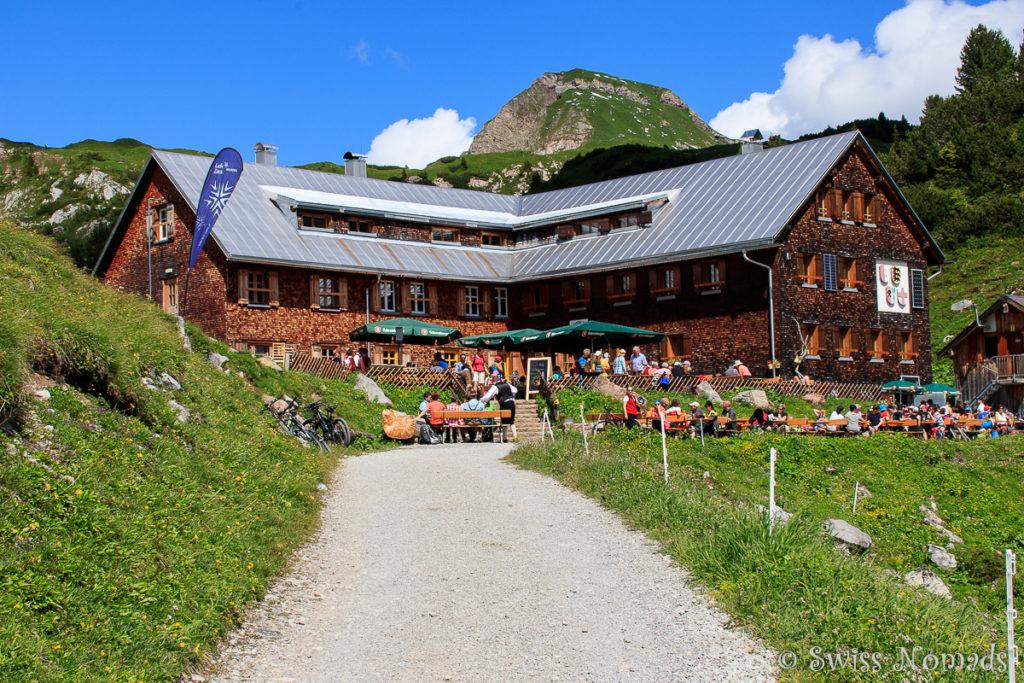 Freiburger Hütte beim Formarinsee