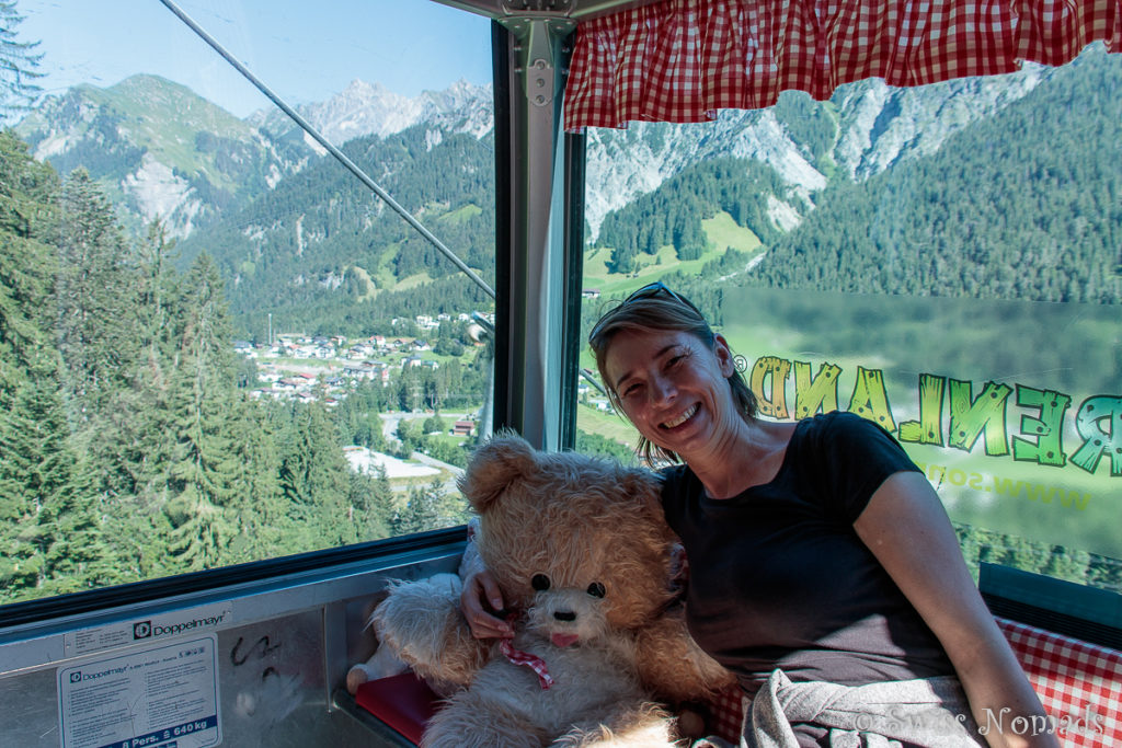In der Bärenkabine der Sonnekopfbahn vom Klostertal auf den Sonnenkopf