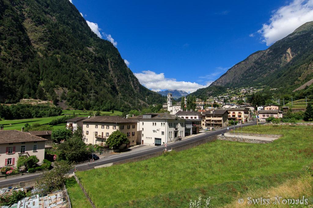 Von den Bergen kommen wir zurück in die Zivilisation ins Dorf Poschiavo.