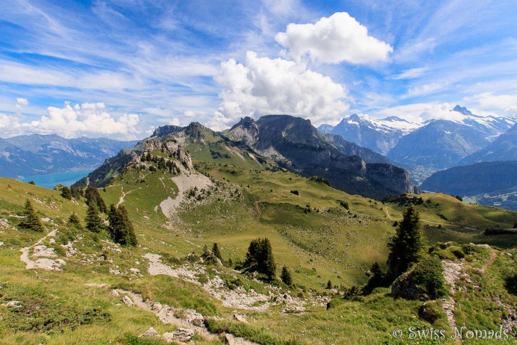 Aussicht auf die atemberaubende Bergwelt während der Wanderung