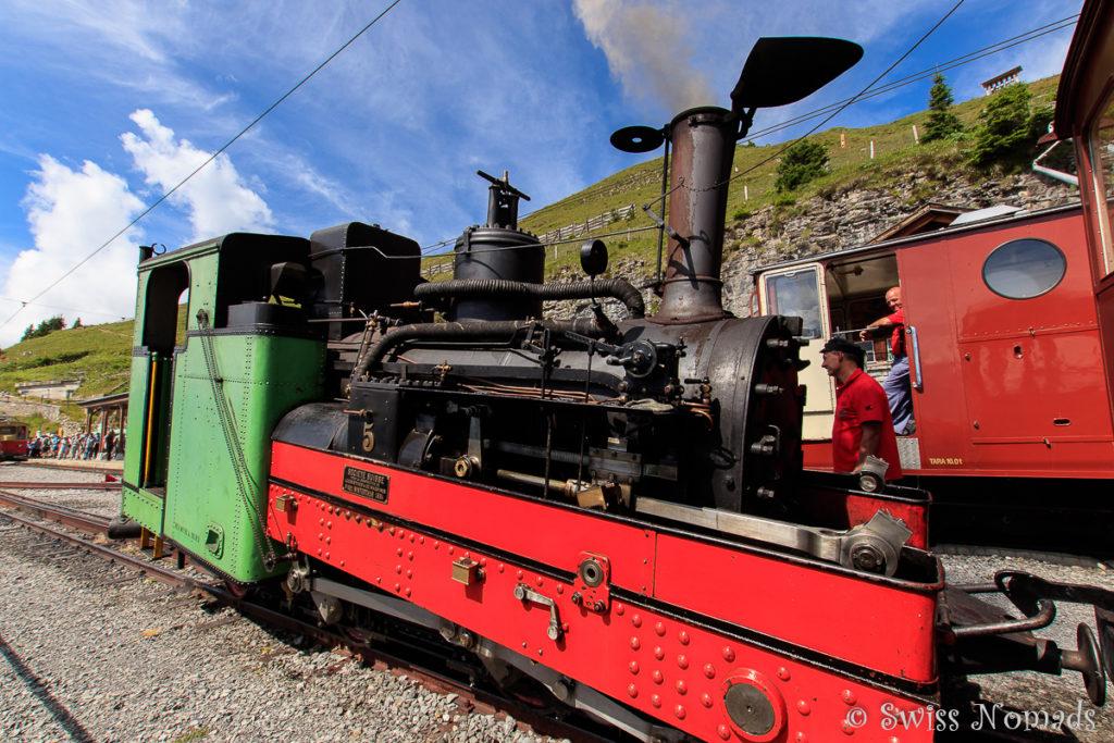 Die Eisenbahn auf die Schynige Platte wurde zu Beginn des Betriebs mit Dampfloks betrieben