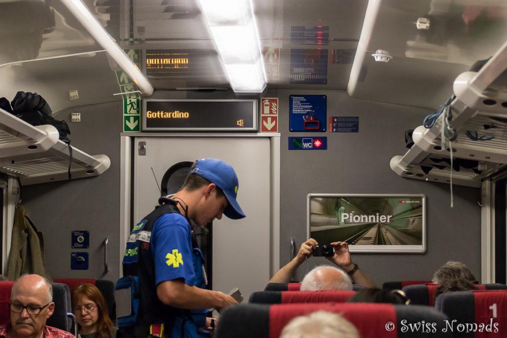 Die Bahnreisenden sind im Gottardino bestens betreut