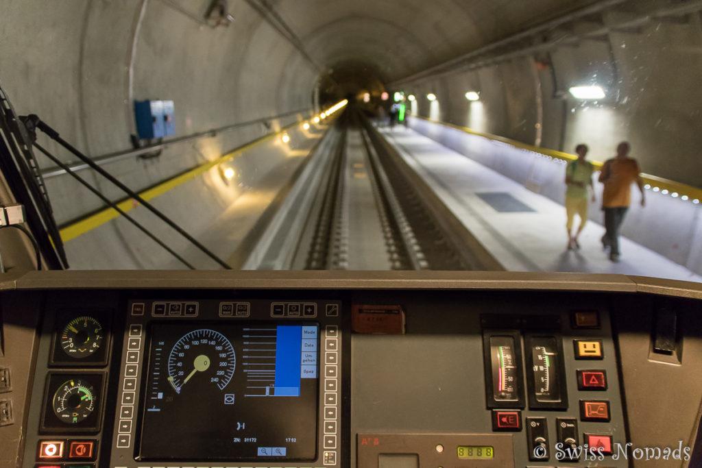 Der neue Gotthard Basistunnel aus dem Führerstand des Gottardino Sonderzuges