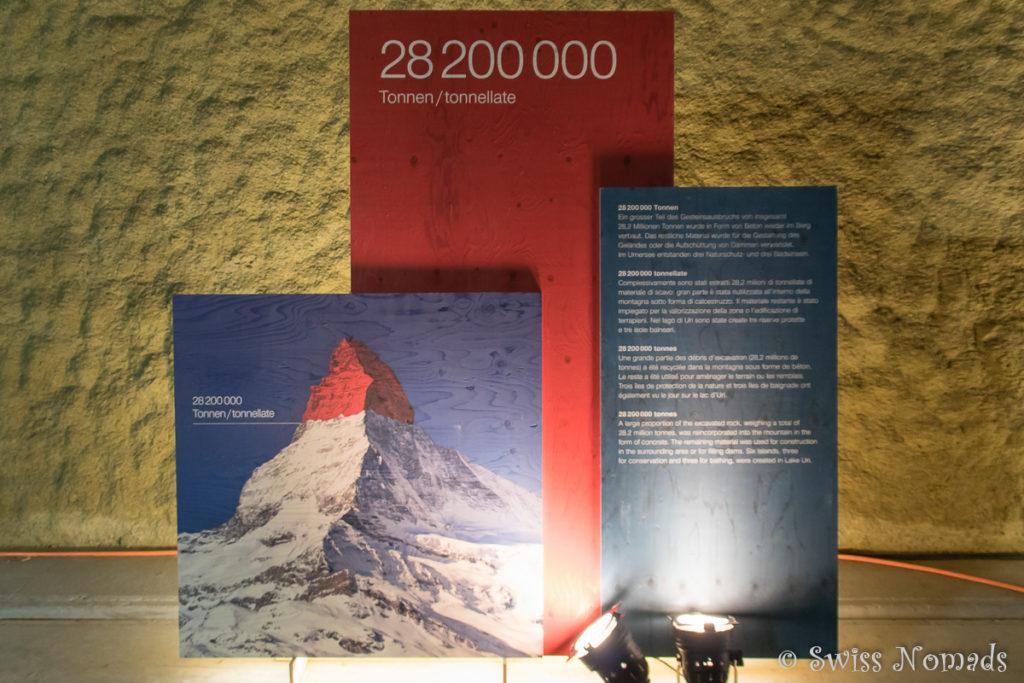 Die Infotafel der Erlebniswelt im Gotthard Basistunnel zeigt auf wie viel Gestein ausgebrochen wurde