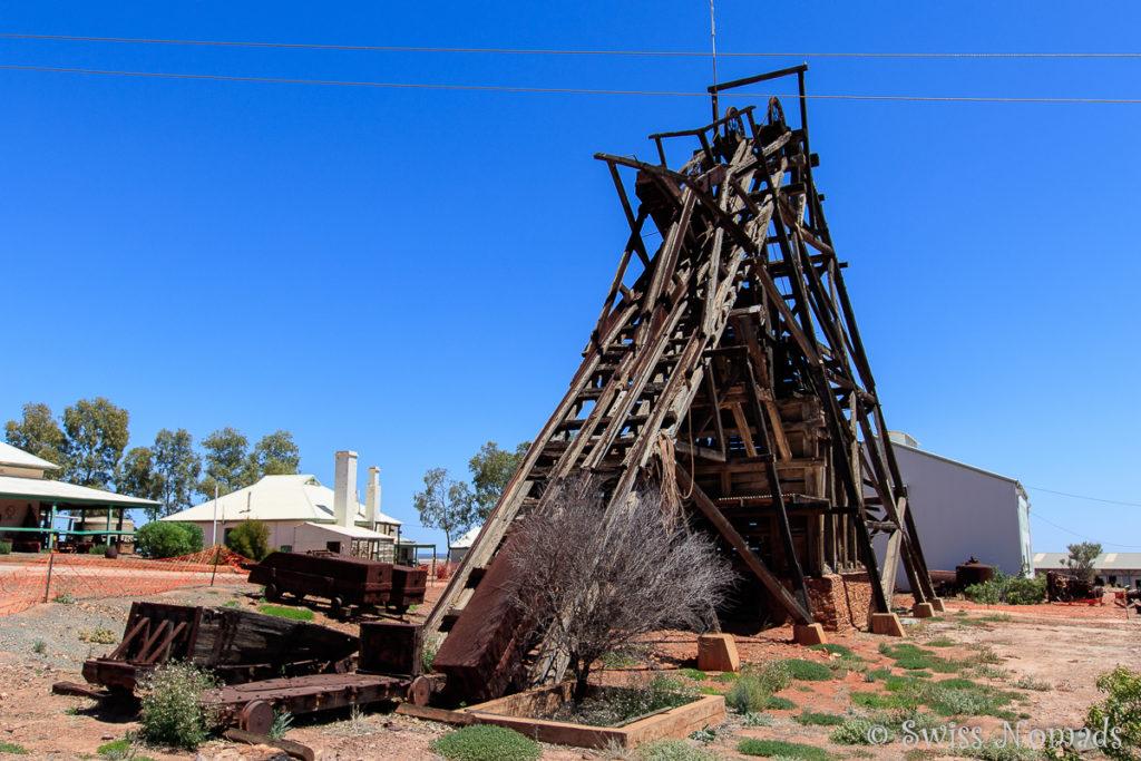 Der aus Holz gefertigte Förderturm der historischen Goldmine von Gwalia