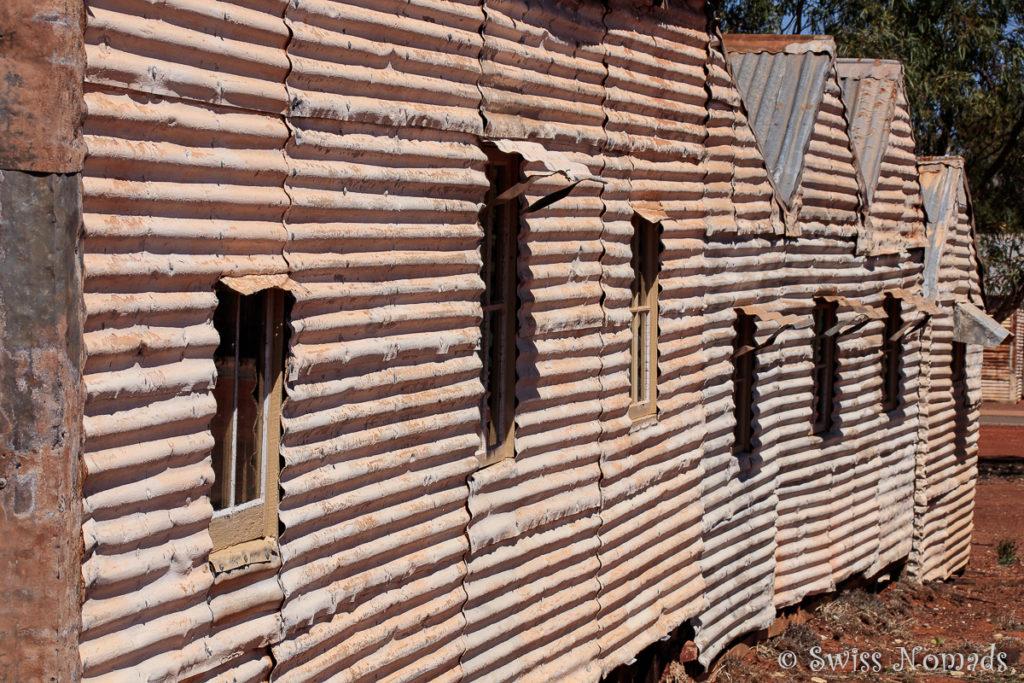 Die Hütten der Arbeiter sind aus einfachen Mitteln gebaut