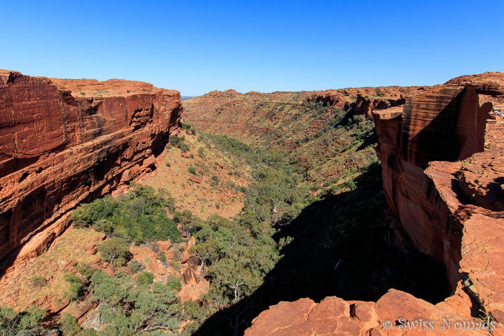 Der Kings Canyon Rim Walk führt entlang der tiefen Schlucht