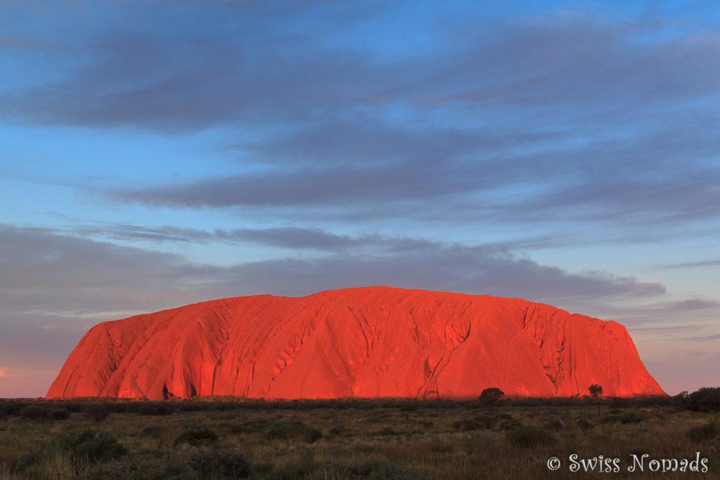 Die dramatischen Farbveränderungen des Uluru während des Sonnenuntergangs sind unvergesslich