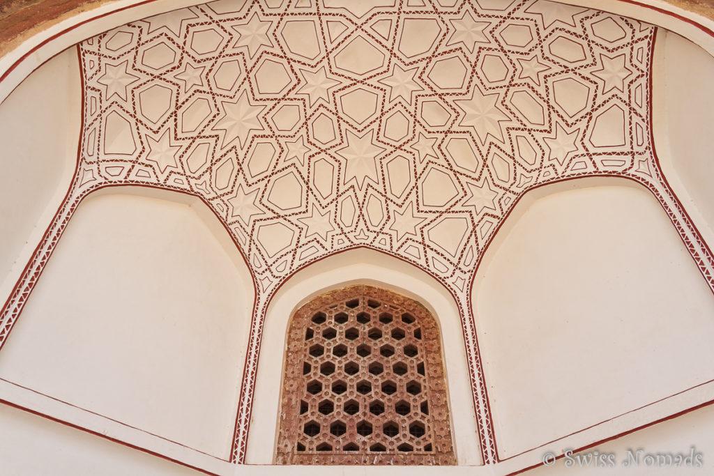 Die Decke im Humayun Mausoleum