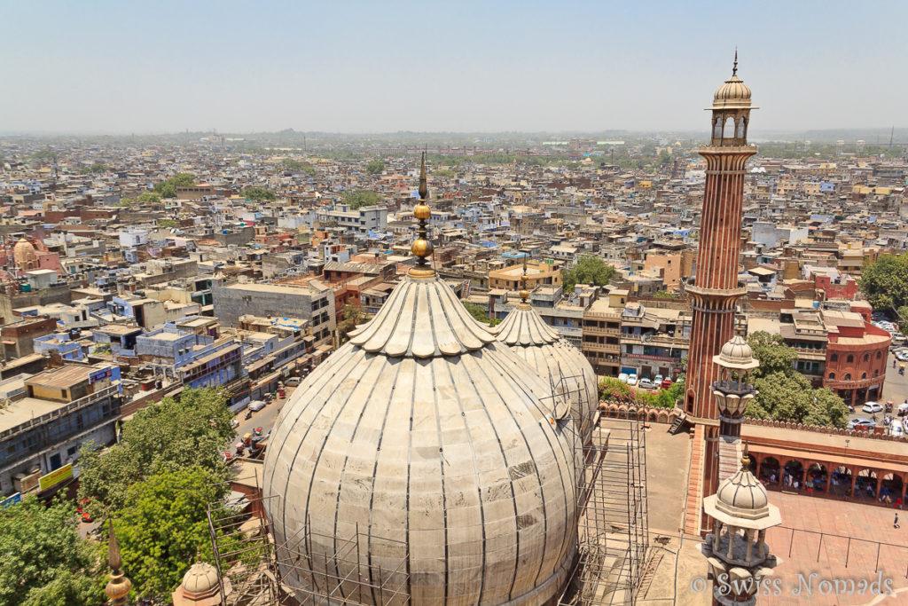 Die Aussicht von einem der Minarette der Jama Masjid über Delhi