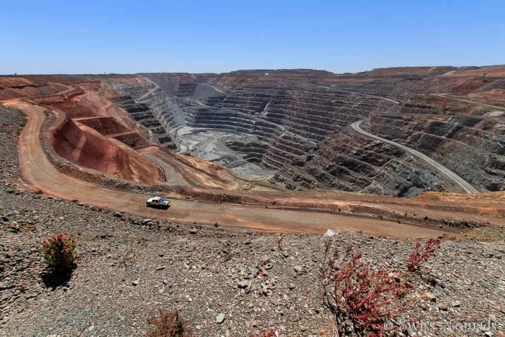 Die offene Grube der Goldmine in Kalgoorlie-Boulder