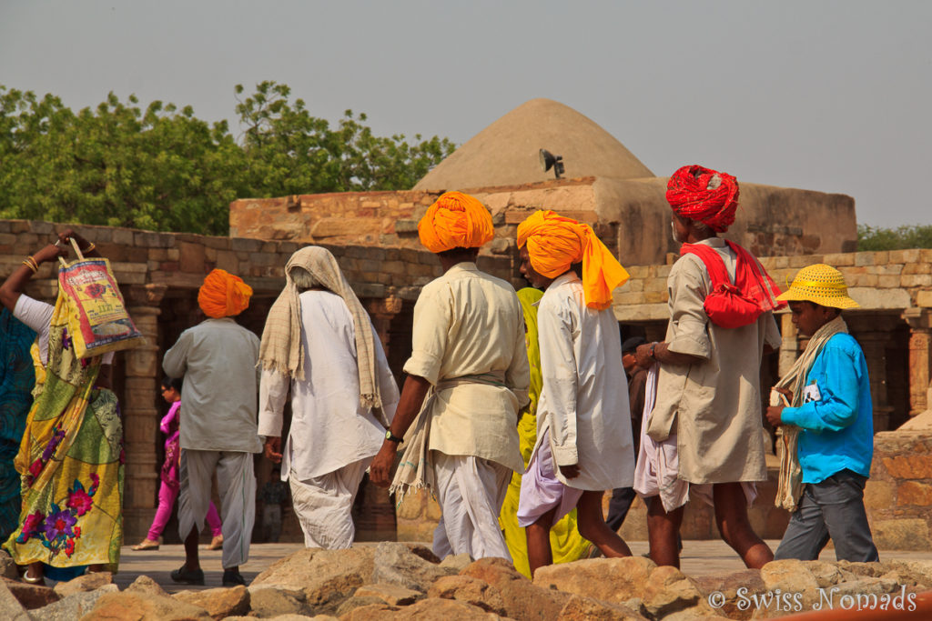 Besucher beim Qutb Minar
