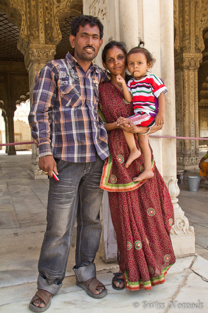 Familienporträt beim Red Fort in Delhi