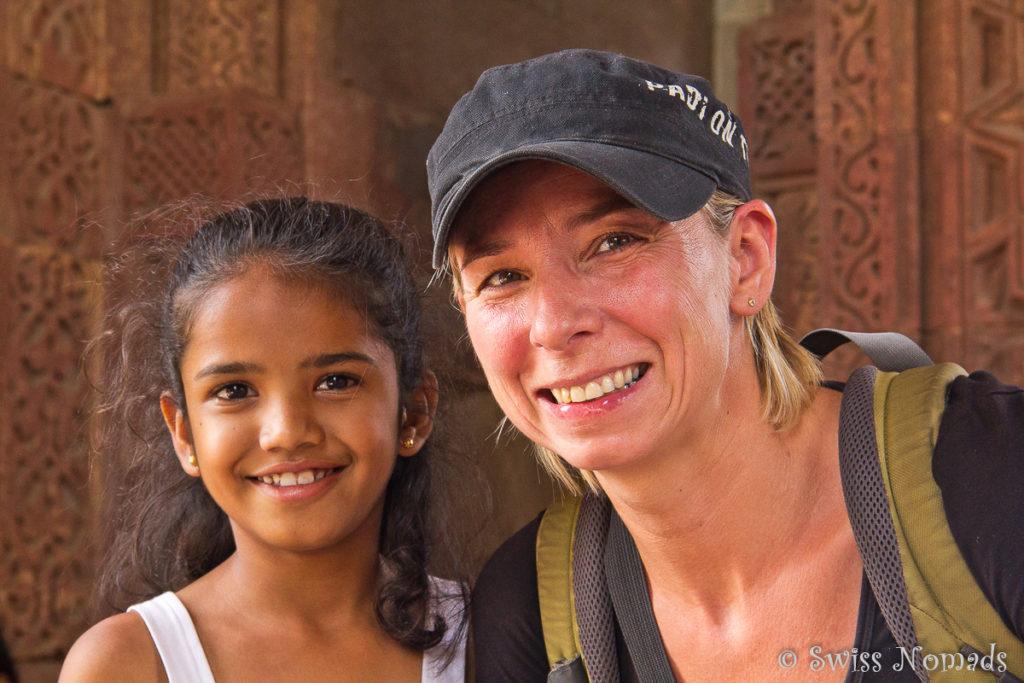 Reni mit einem Indischen Maedchen