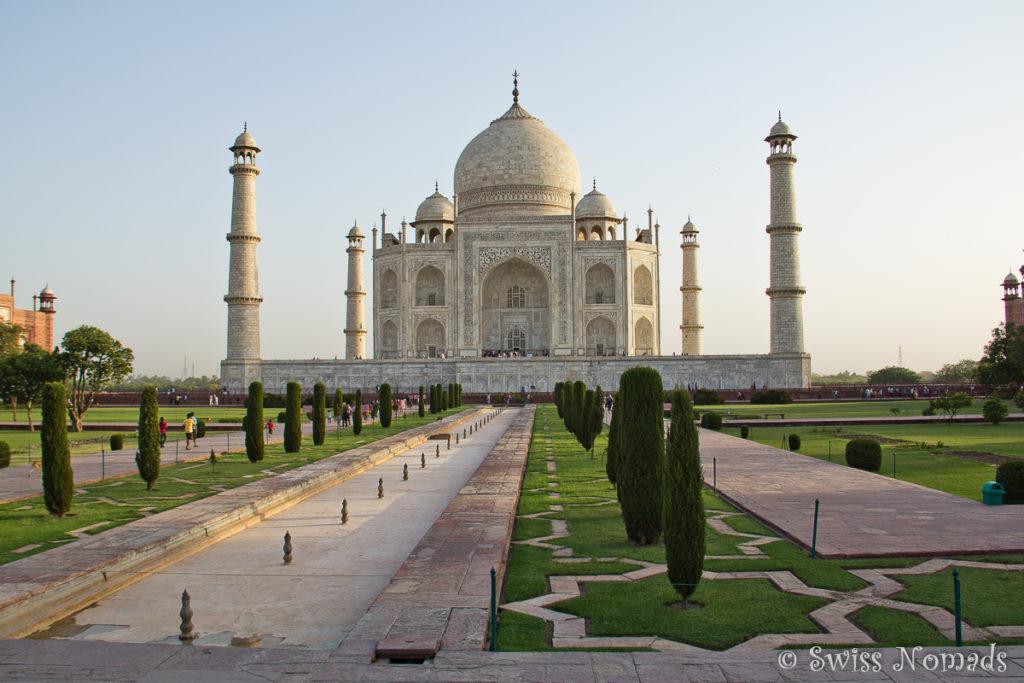 Die geometrische Gartenanlage des Taj Mahal in Agra