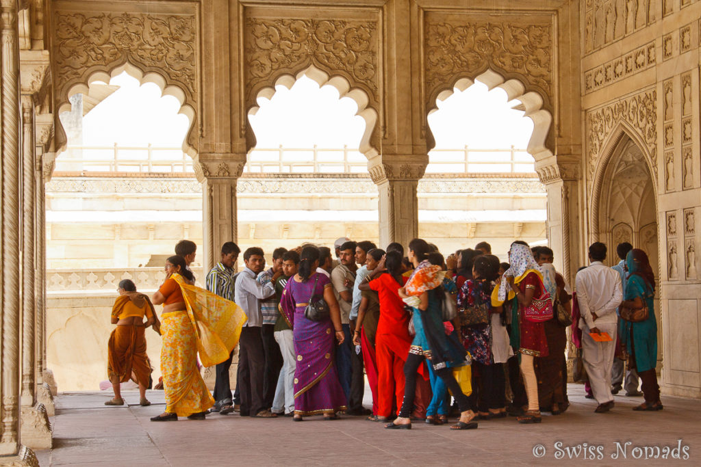 Indische Touristen im Red Fort Agra