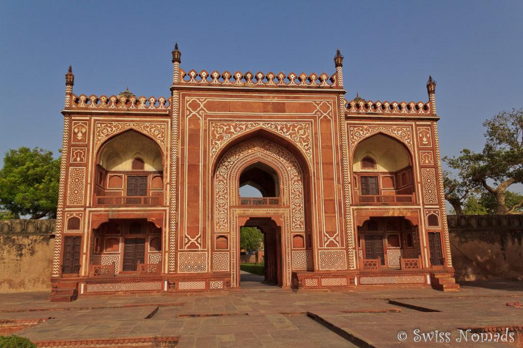 Das Eingangstor zum Itimad du Daula in Agra