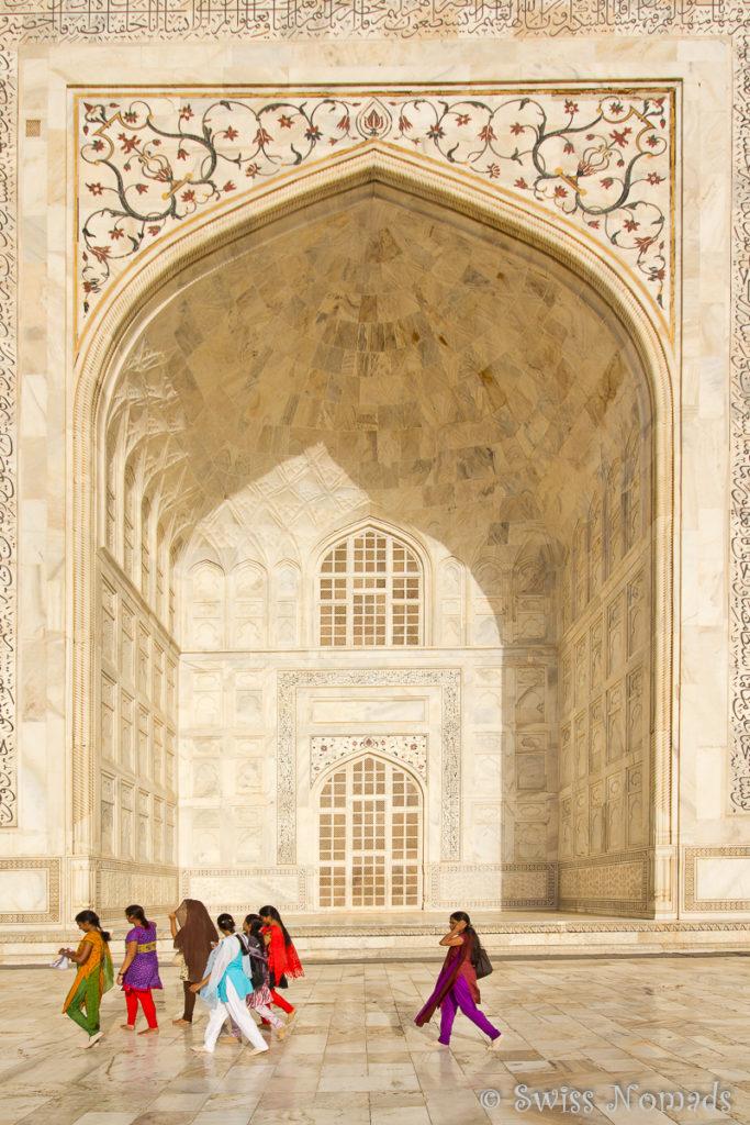 Einer der vier Iwan des Taj Mahal in Agra