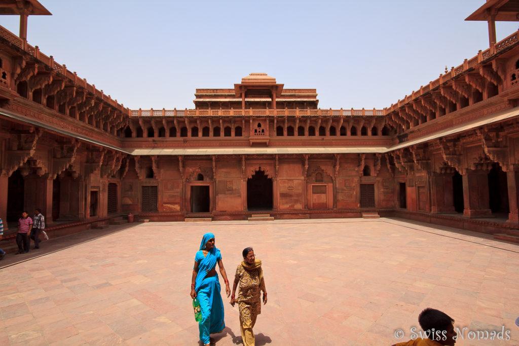 Indische Besucher im Jahangiri Mahal
