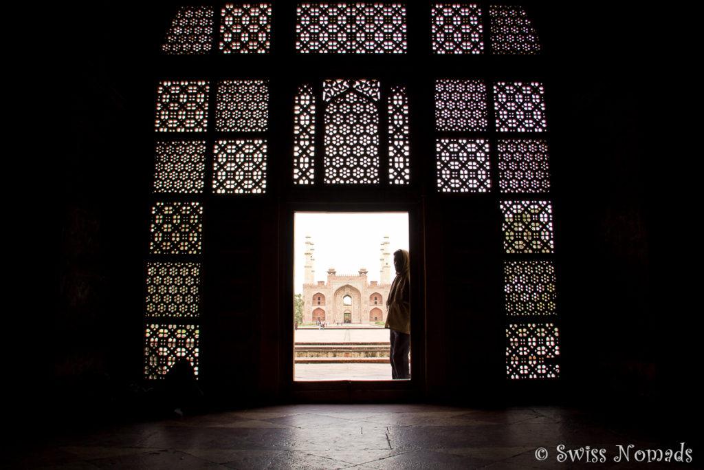 Die filigranen Jalis des Akbar Mausoleums
