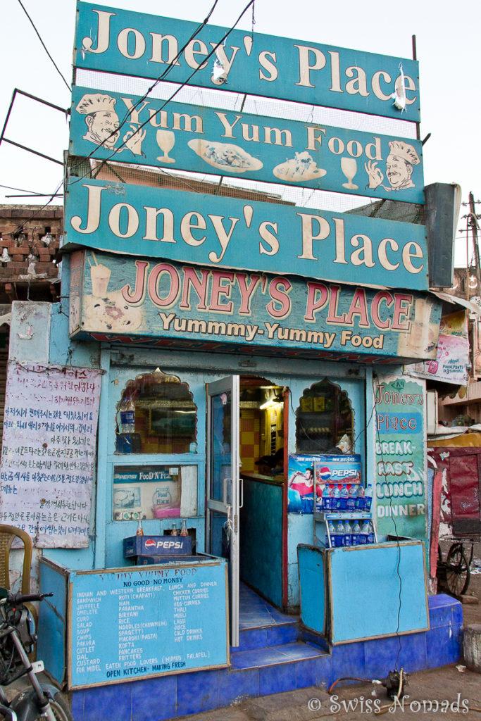 Das winzige Joneys Place Restaurant in Agra