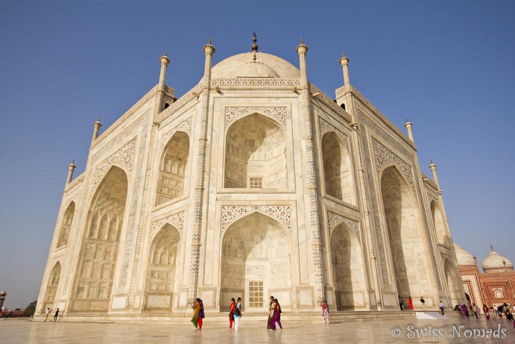 Das imposante Mausoleum Taj Mahal in Agra