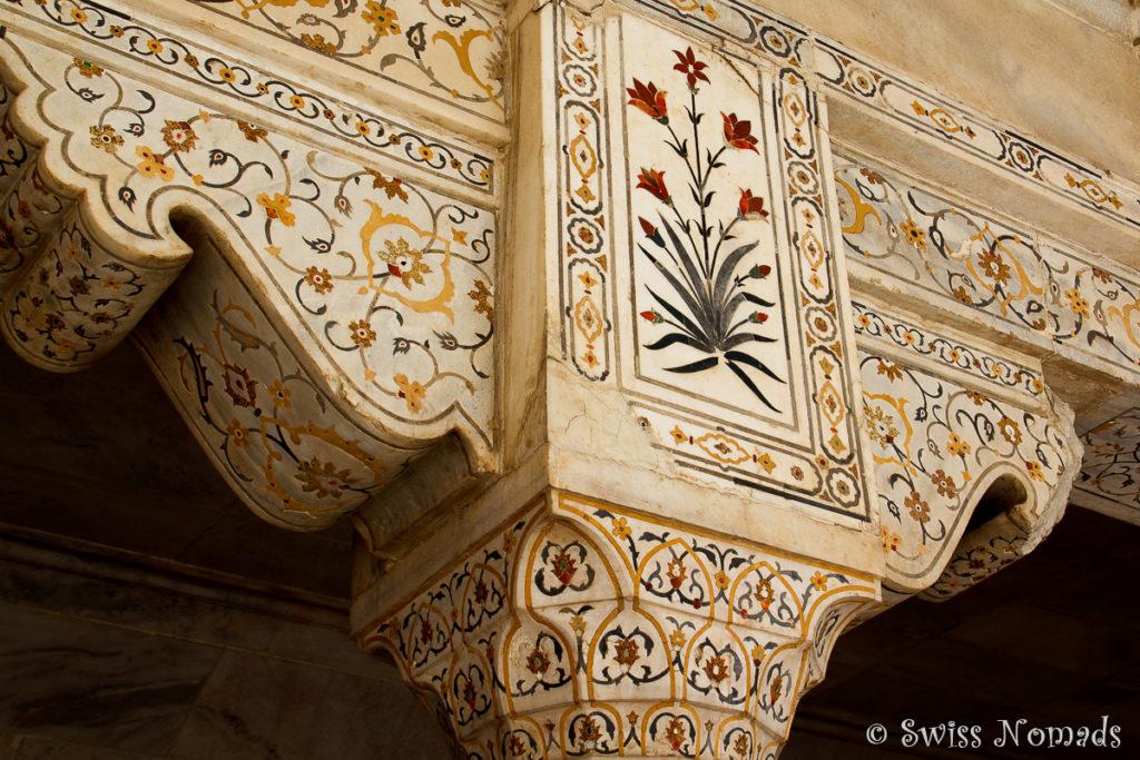 Einlegearbeiten am Musamman Burj im Red Fort in Agra